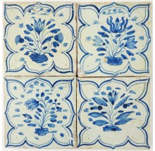 Four very rare antique Delft tiles with flowers in blue and surrounded with a bracketed arch, 17th century
