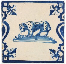 Antique Delft tile with a Leopard in blue with balusters at the side, 17th century